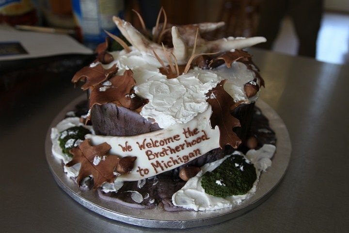 A hunting theme cake that I did for the Bone Collectors. I live in Michigan and our family loves to hunt, so this is for the hunters! By Christina's Cakery