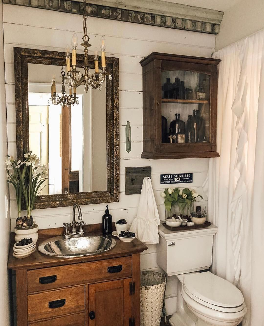 Karan Designs By Karan On Instagram Okay Shall We Talk Powder Rooms For A Minute I Love Chippy And Thrifted And I Cottage Bathroom Bathroom Design Small