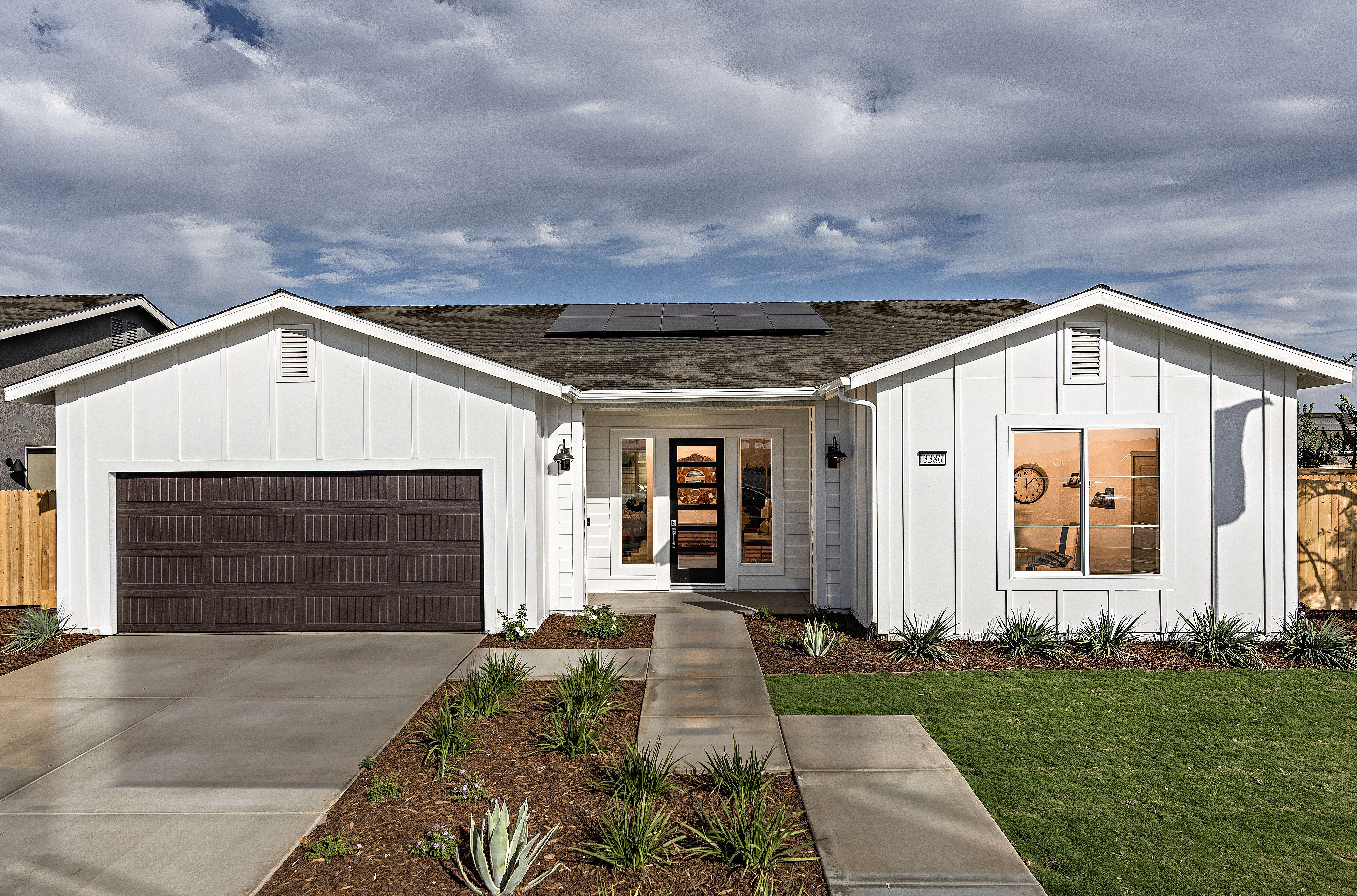 Modern All White Farmhouse Exterior Single Story Home Modern Farmhouse Exterior White Exterior Houses California Homes