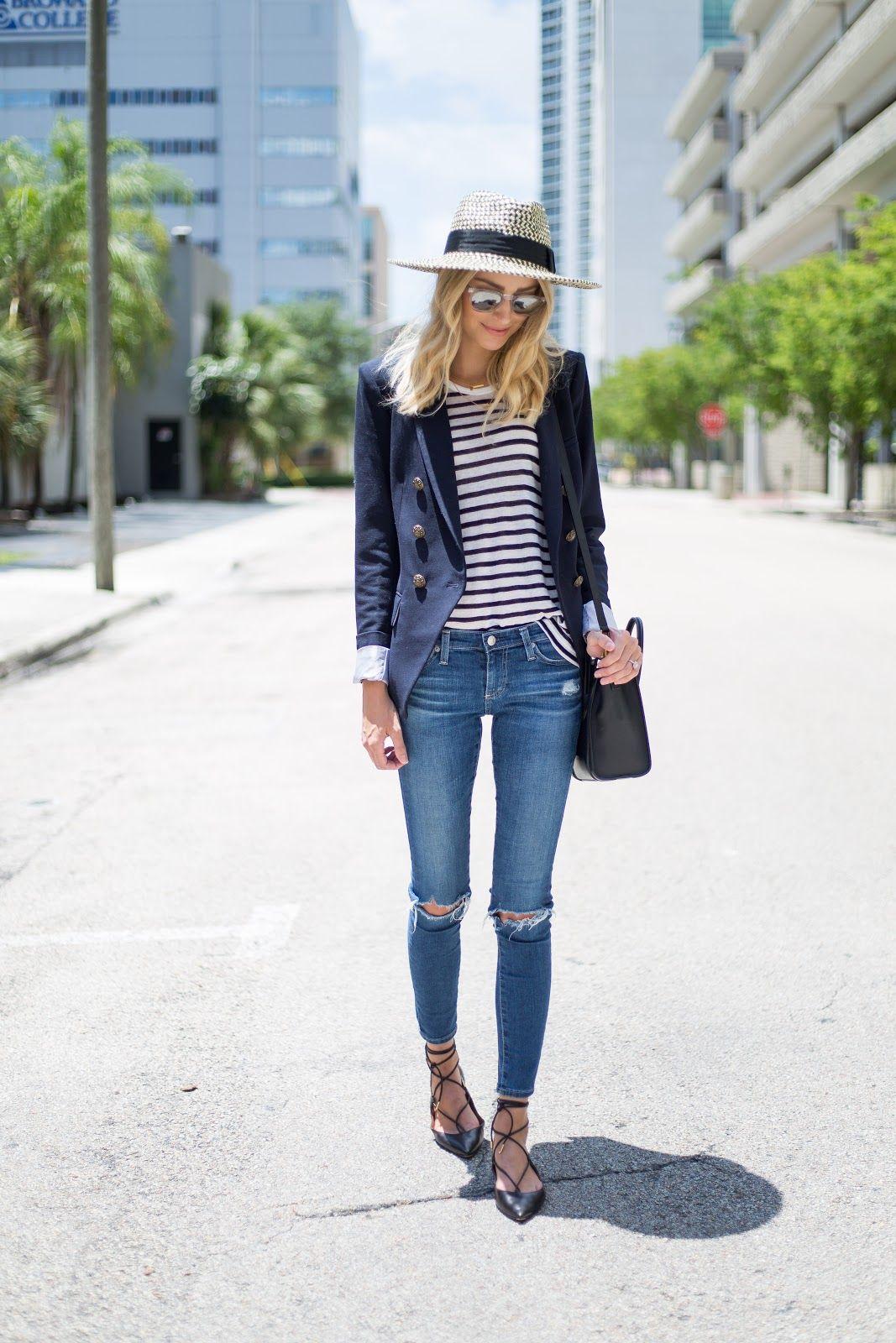 9ebbbe07584 Amei este look simples e muito estiloso com jeans skinny rasgado ...
