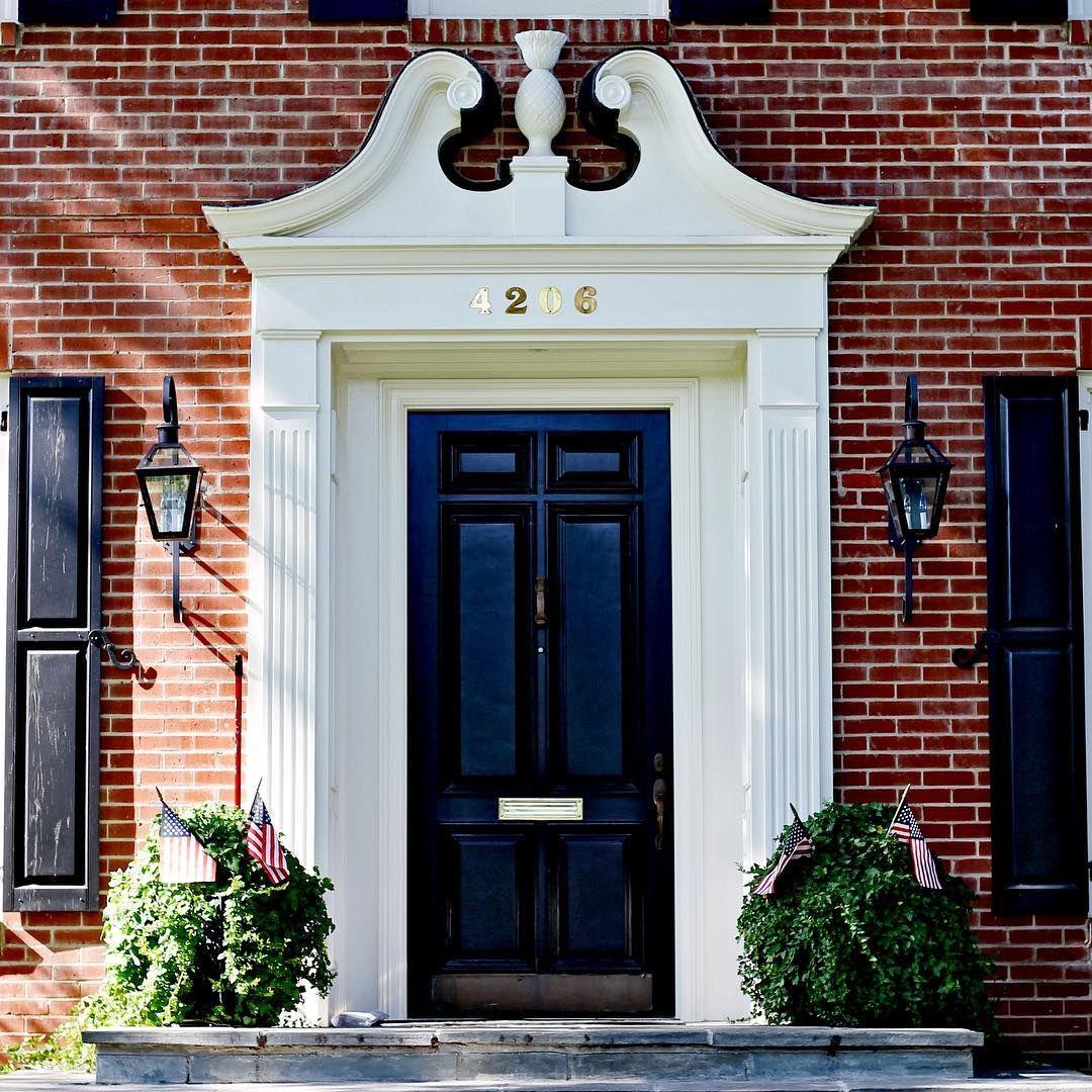 Bon New England Door Charm! Love This Classic Exterior.