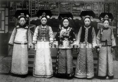 Manchu Lady in Traditional Suits As a traditional Manchu dress for women