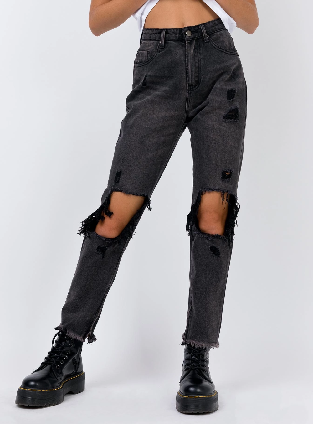 stupro spagnolo Governare  Erissa Knee Rip Jeans Washed Black Denim | Ripped jeans outfit, Ripped knee  jeans, Black ripped jeans outfit