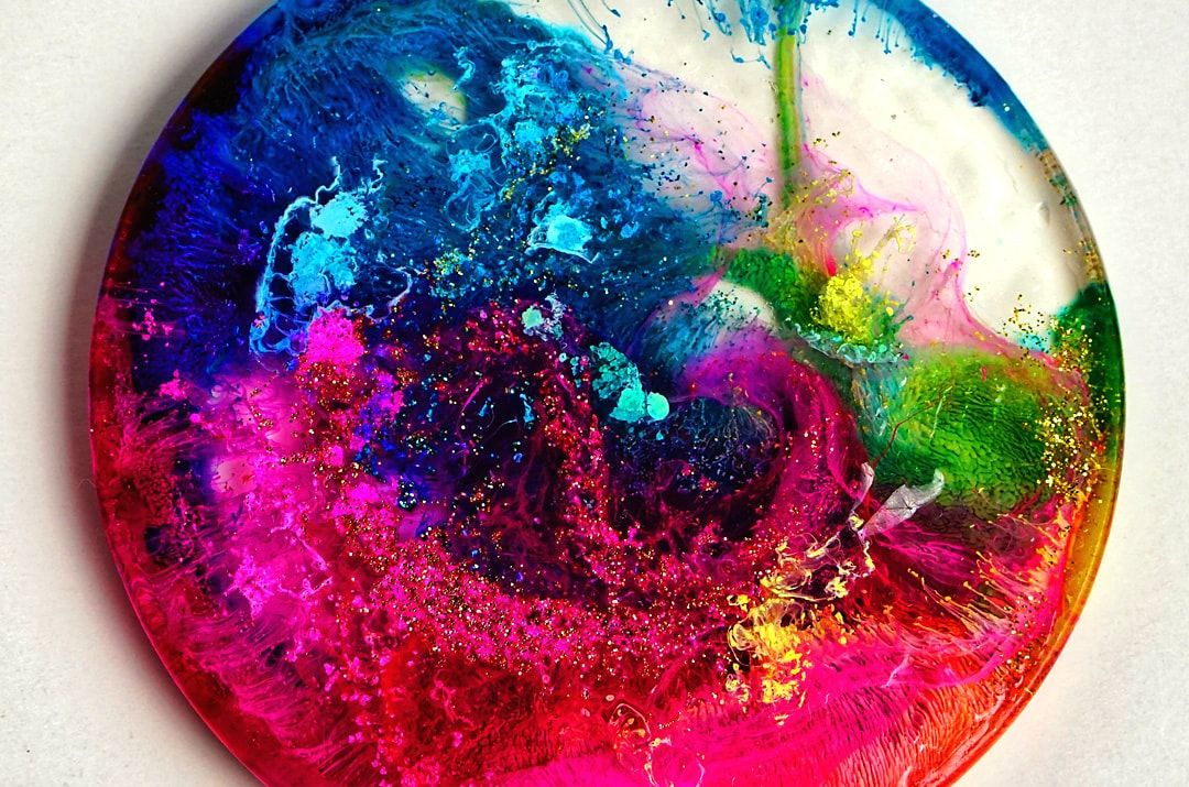 DIY Resin Petri Dishes - Alcohol Ink in Resin #alcoholinkcrafts