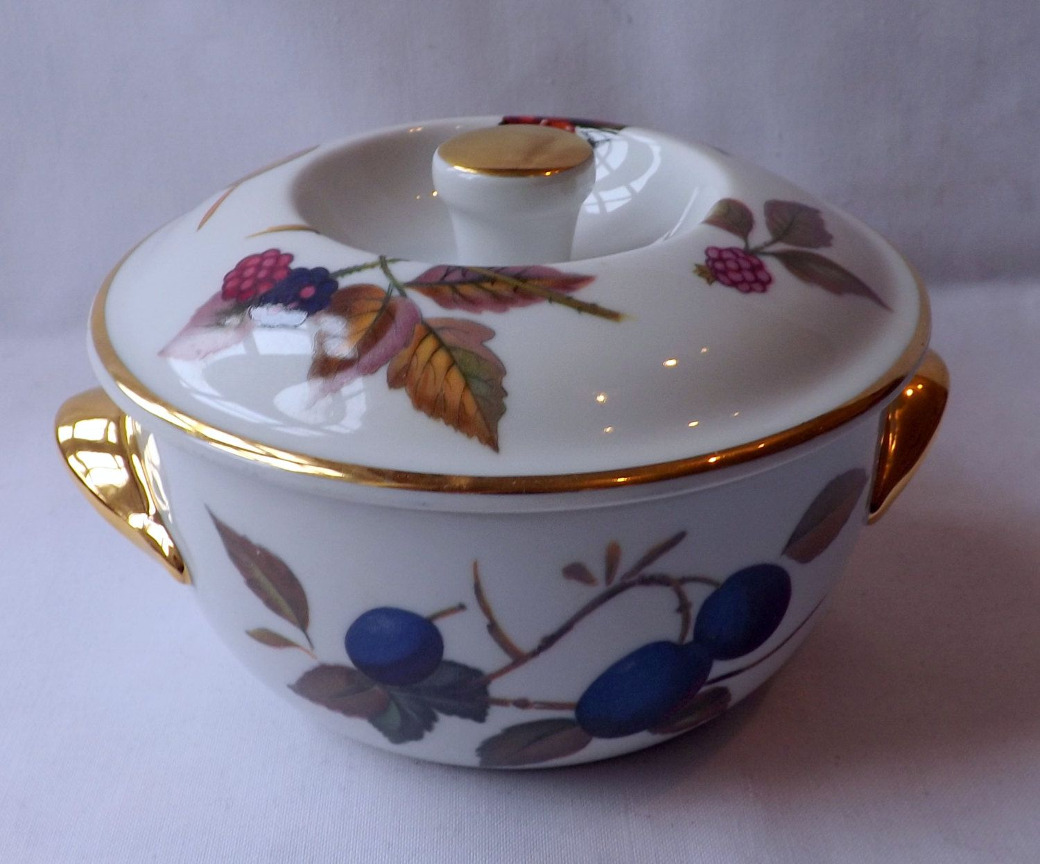 Royal Worcester one person round casserole dish with lid  Evesham Gold 1961. & Royal Worcester one person round casserole dish with lid  Evesham ...