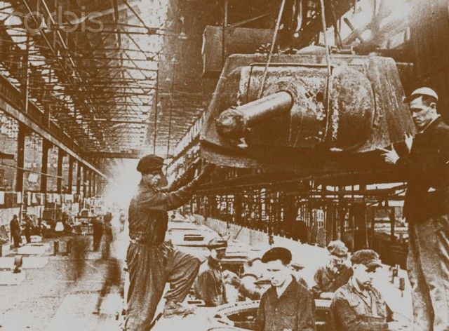 Construction of T-34 tanks at the Kirov factory in Chelyabinsk