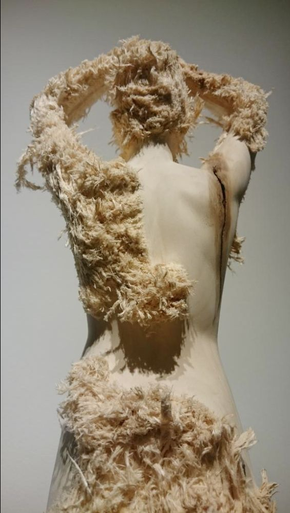 Aron Demetz – Wood sculptures ♣️Fosterginger.Pinterest.ComMore Pins Like This One At FOSTERGINGER @ PINTEREST No Pin Limitsでこのようなピンがいっぱいになるピンの限界