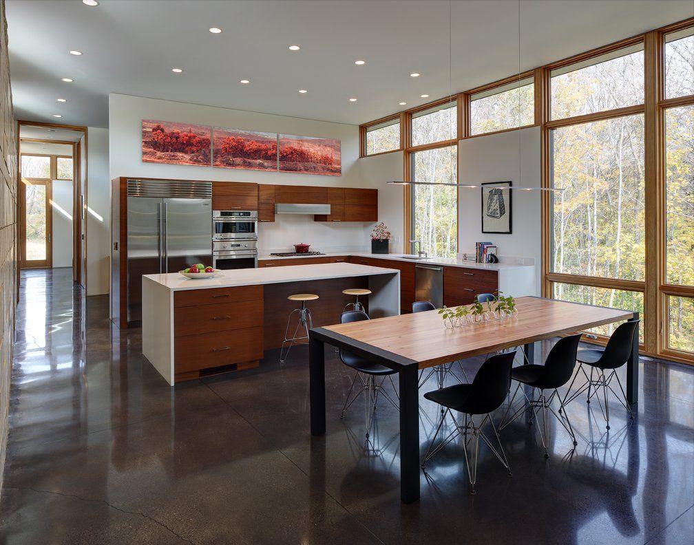 Strahlende Energie: Modernes Haus im modernen Design mit einem ...
