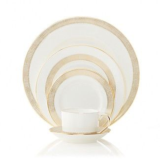 @verawanggang, in collaboration with @wedgwooduk, has designed a tableware collection full of her famed, chic style.