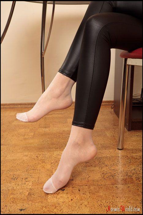 Nylon Feet Web