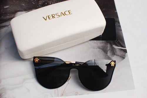 Versace   via Tumblr   • Versace •   Pinterest   Lunettes, Bd et Mains 0b3de74f3ca