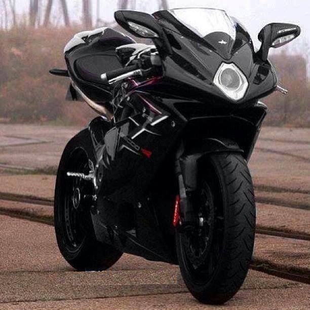 beautifully designed 1000cc bike very fast too best sportbikes