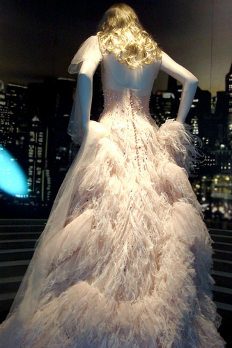 Chanel #5 dress worn by Nicole Kidman. | Your clothes are all made ...