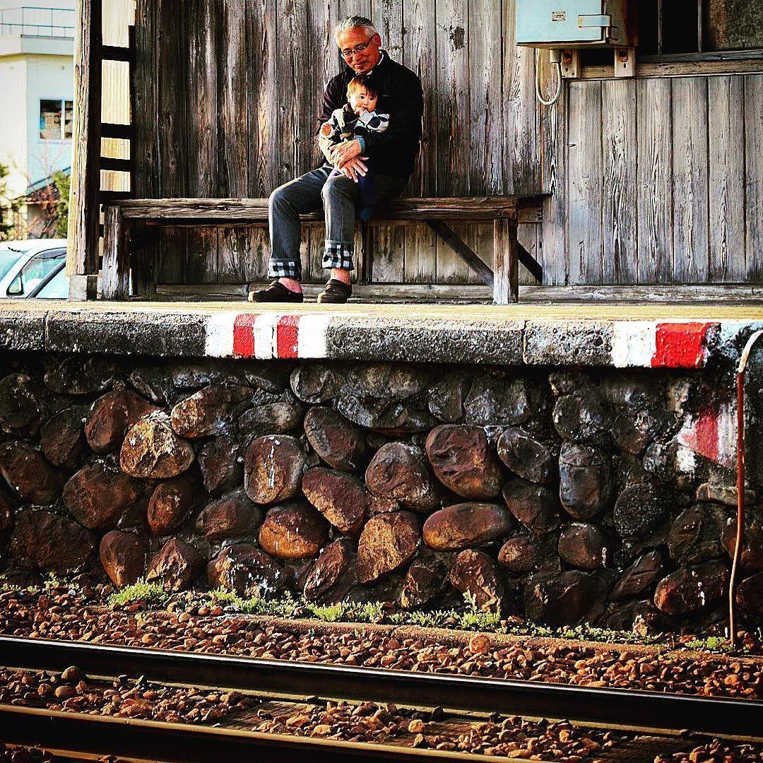 じーちゃんと一緒に  撮らせていただきありがとうございました  #富山 #越中三郷駅 #ローカル線  #ig_japan #ig_nihon #ig_gallery  #gf_japan #japan #minestreet  #best_free_shot #japan_focus  #japan_photo_now #kitene  #lovers_nippon #pkt_japan  #japan_daytime_view #wu_japan  #wow_nihon #instapic #instajapan  #instaphoto #instarailway by e90_tanaka