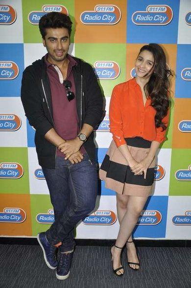 Matching poses, hugging, clicking selfies: Arjun Kapoor ...
