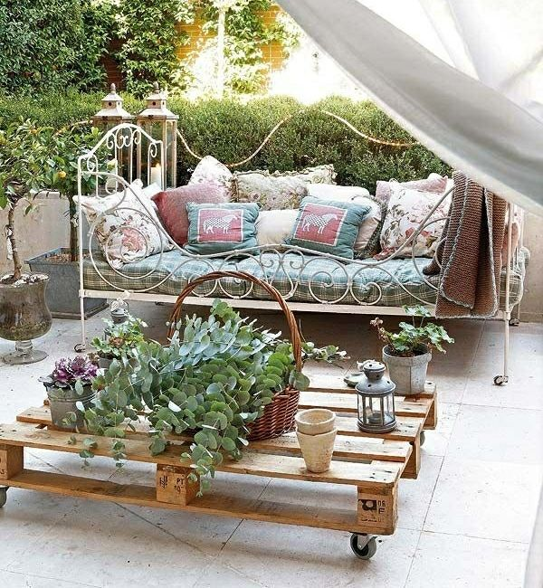 diy garden furniture wooden pallet coffee table daybed romantic vintage style