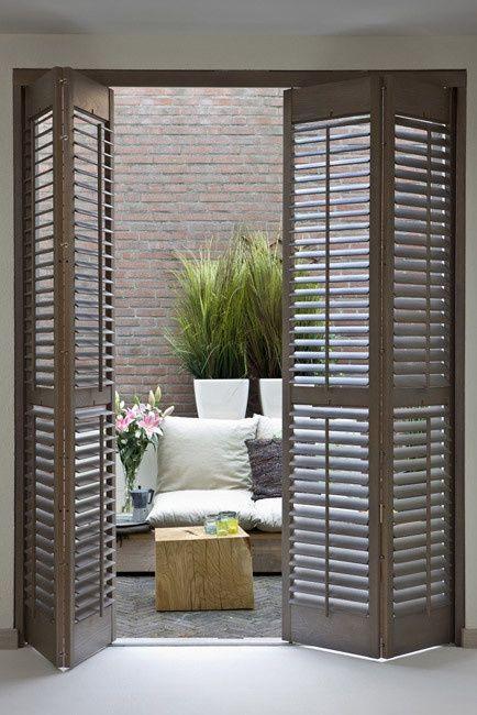 Woonkamer - shutters bij openslaande deuren | For the Home ...