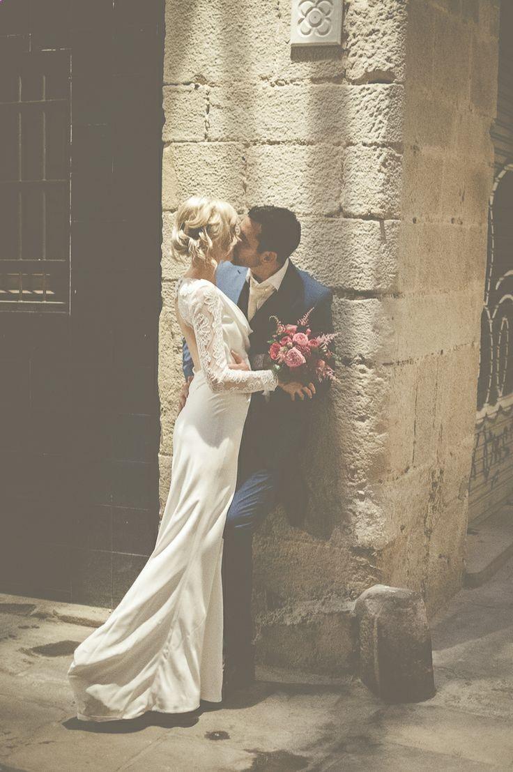 Kiss Image By Modern Vintage Weddings Photography Romantic Wedding Photos Vintage Wedding Photography Modern Vintage Weddings