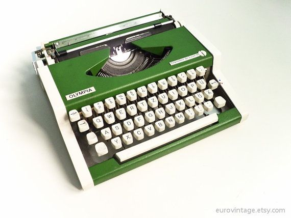 manual typewriter green olympia traveller de luxe 70s typewriters rh pinterest com Vintage Manual Typewriter Olympia Manual Typewriter