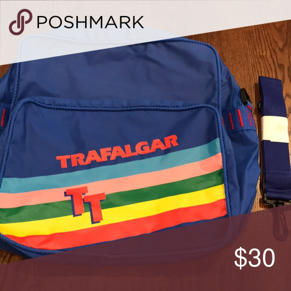 a4a0cbade150ee Vintage 1980s Trafalgar Travel Bag Retro 1980s Trafalgar Statement Bag.  Perfect for laptops, as a carry-on luggage bag, etc. Trafalgar Bags  Backpacks