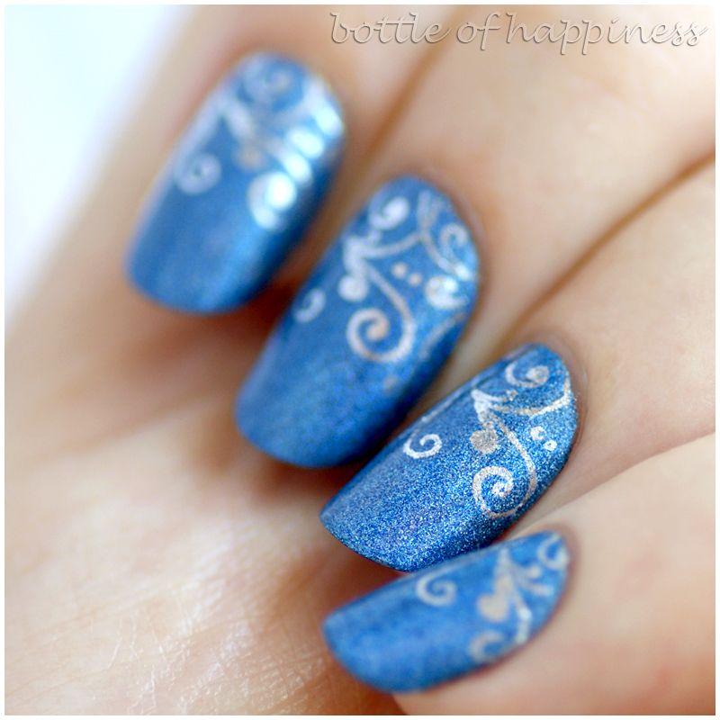 Pupa Holographic 034 Denim Blue + Essence Nail Art Stampy