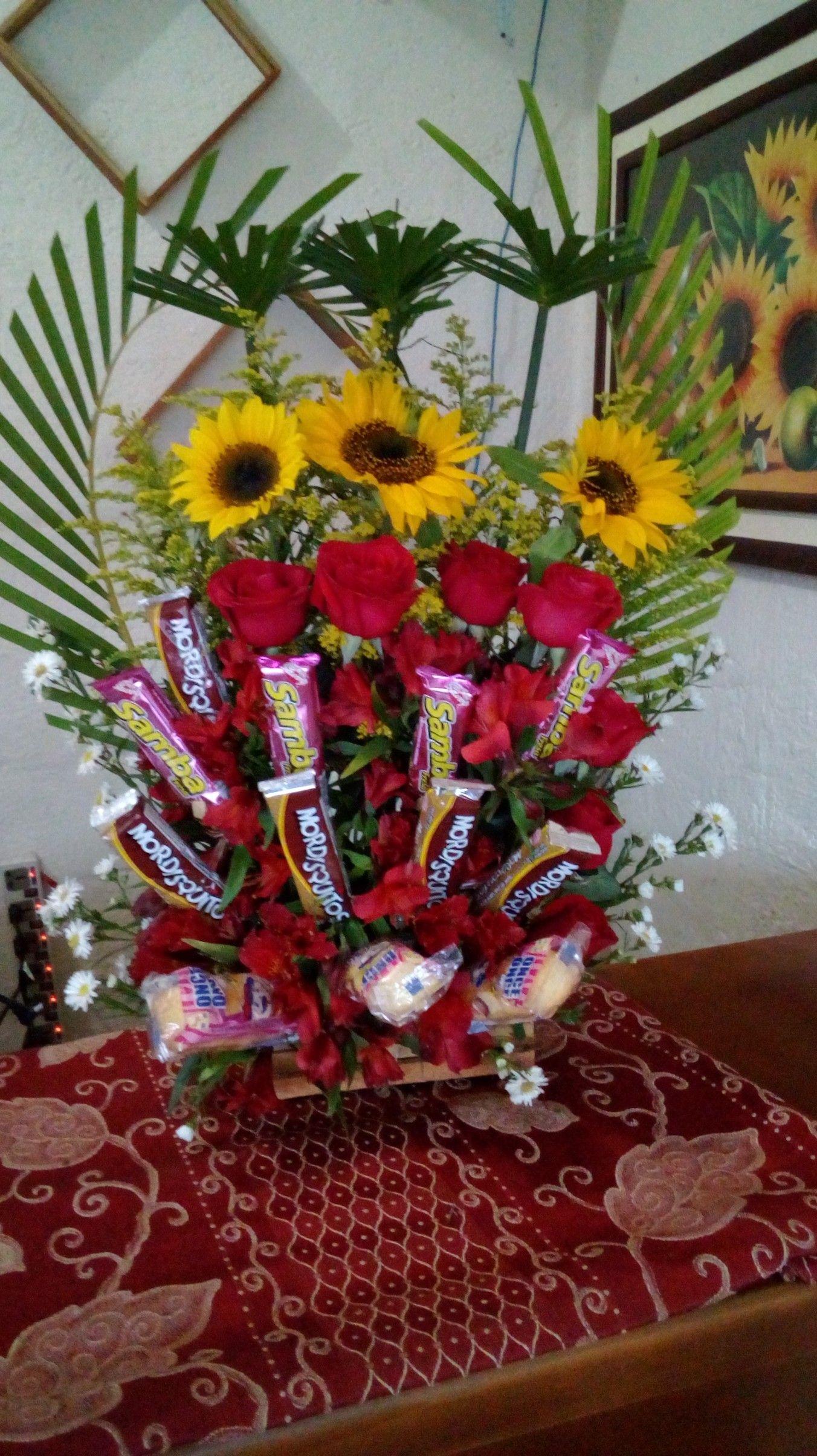 Arreglo De Firasoles Rosas Y Golosinas Floristeria Los Girasoles