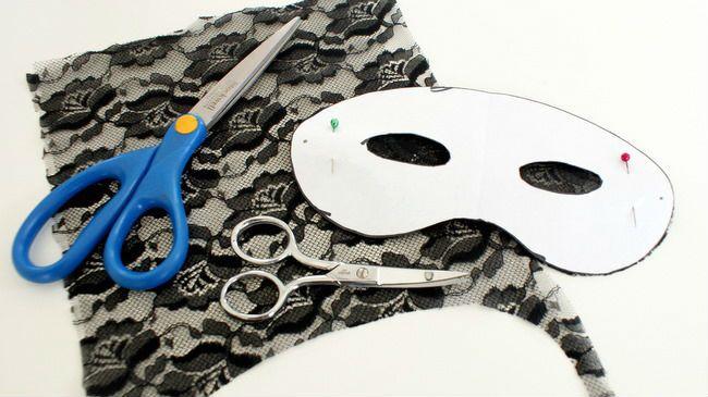 Confecciona tus propias máscaras de encaje para Halloween