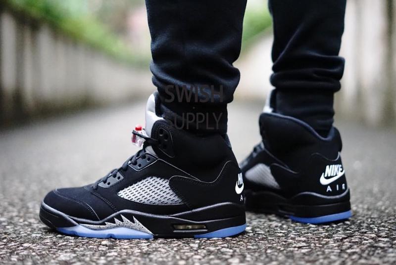 92b2526a994c70 Metallic Nike Air Jordan 5 On Feet