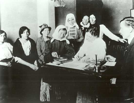 Immigrants being given a mental health test at Ellis Island ...