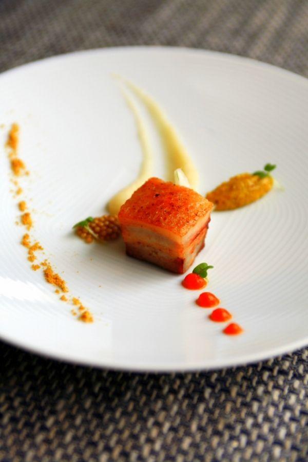 Buikspek gepekeld en vervolgens sous vide bereid assiettes art culinaire nouvelle cuisine - Plat cuisine sous vide ...
