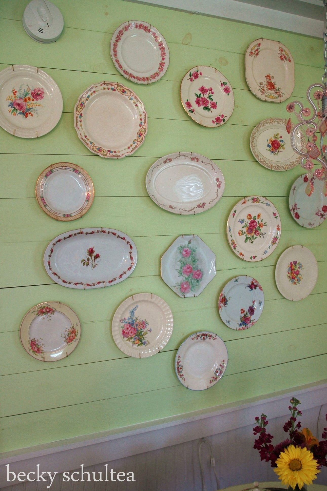 Vintage Wall Plates Enchanting Love A Wall Of Vintage China Plates At The Bed And Breakfast Inspiration Design