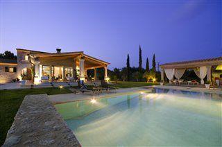 Ekstravagant villa til leje i #Pollensa, #Mallorca www.feriebolig-spanien.dk/12967