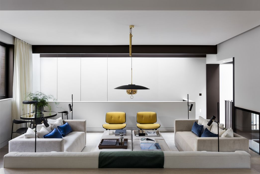 Low slung, black  brass saucer light fixture Let There Be Light - Moderne Tische Fur Wohnzimmer