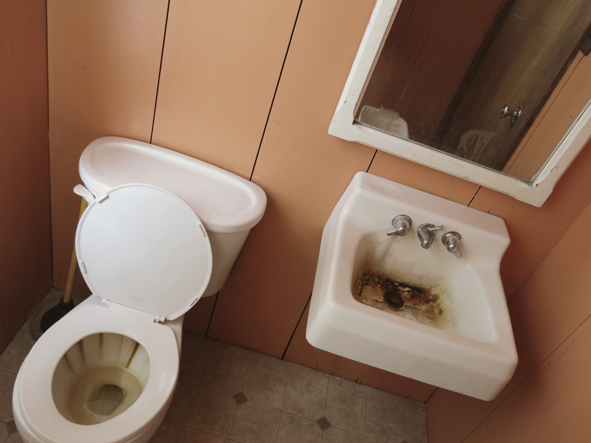 Why Does Well Water Turn Toilets Black Water Toilet Toilet Bowl
