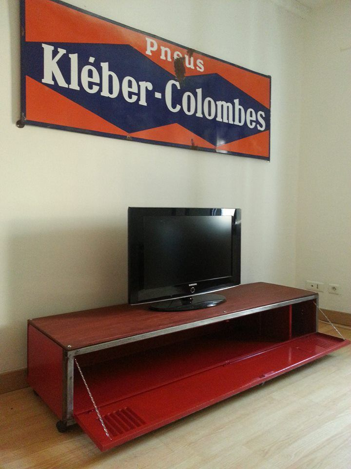 Meuble TV à partir d\u0027un casier vestiaire industriel Deco