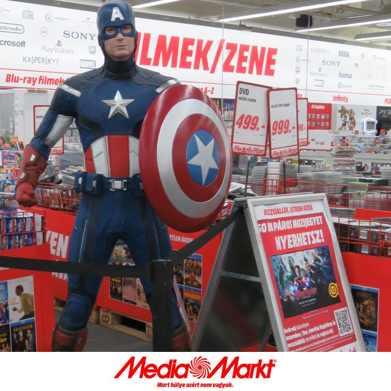 Captain America, a Pólus Media Markt új biztonsági őre. - Captain America, the new security guard of Pólus Media Markt.