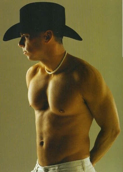 Kenny Chesney. Hmmmm... not much more you can say about this! ;) Can't wait for his new album!