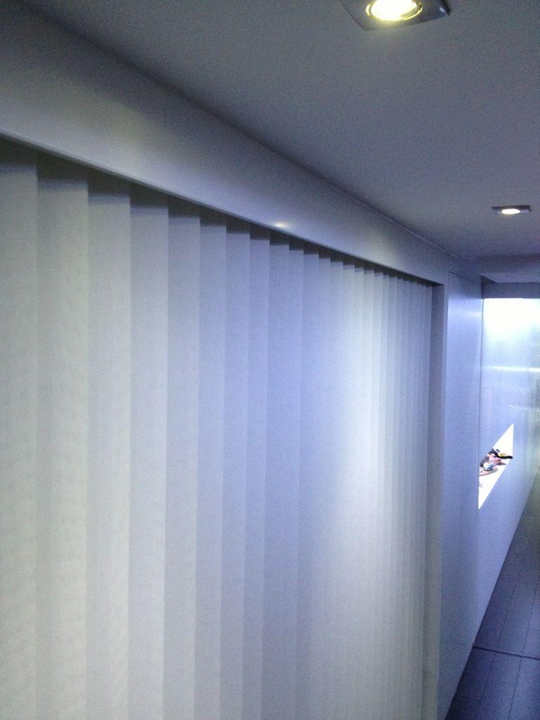 Cortinas verticales para cubrir un vestidor abierto. | Door ...