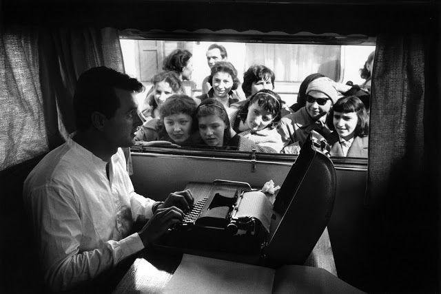 Bob Willoughby: O Fotógrafo dos Bastidores: Rock Hudson nos sets de A Farewell to Arms, 1957.