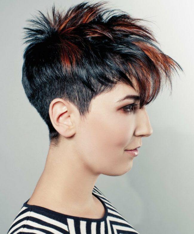 Kurzhaarfrisuren Fur Damen Punk Styling Idee Schwarz Rot Sidecut