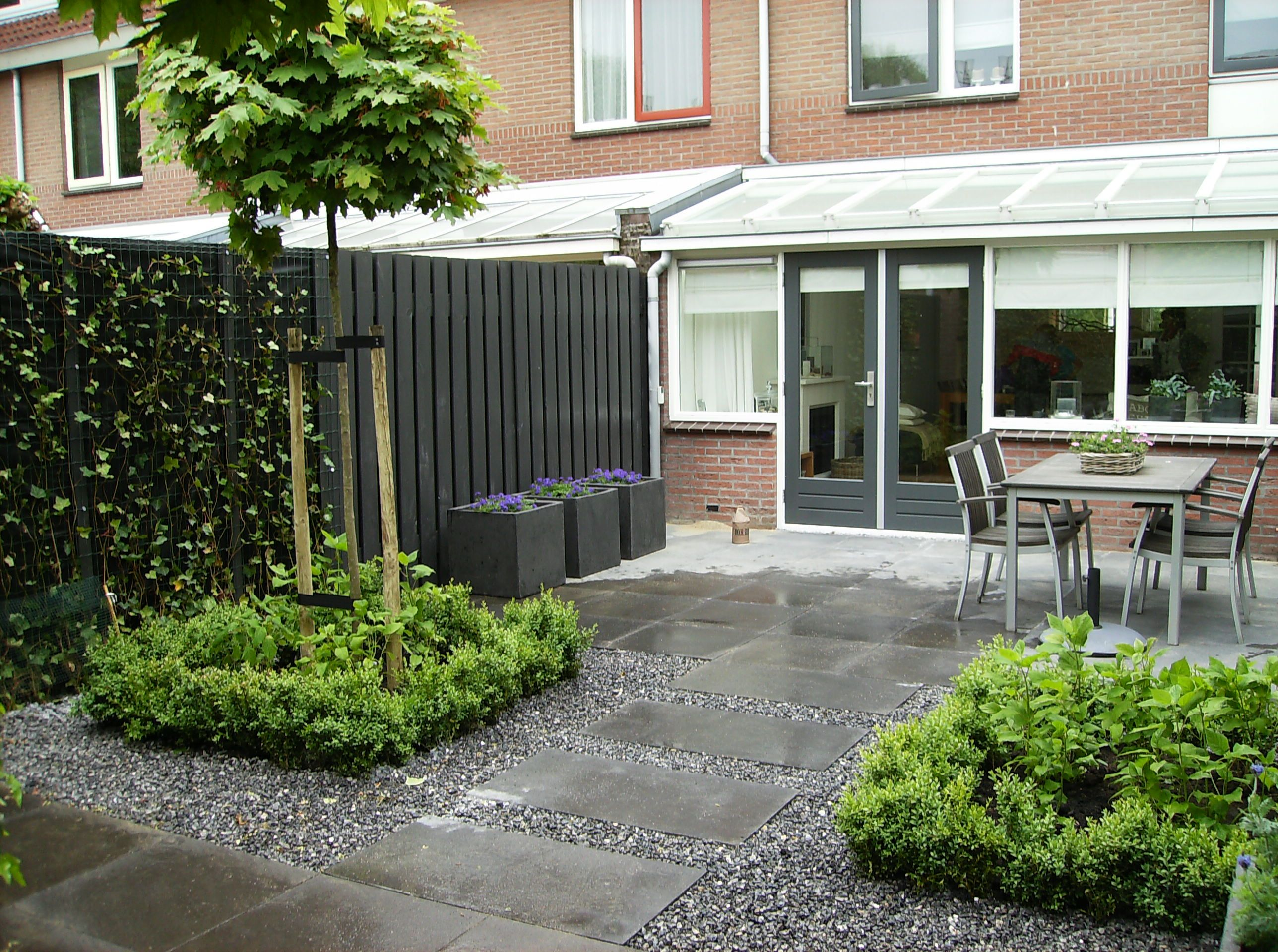 Voorbeeld tuinontwerp kleine tuin google zoeken tuin for Moderne kleine tuin