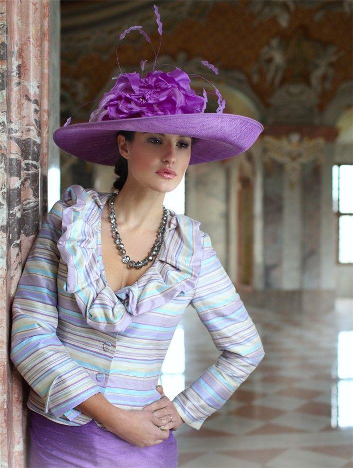 Tailleur AUDREY dans une magnifique soie rayée .