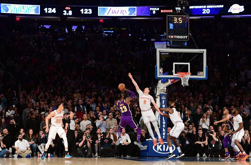 Los Angeles Lakers Have A Bad Habit Late In Close Games Lakers Lakers Game Los Angeles