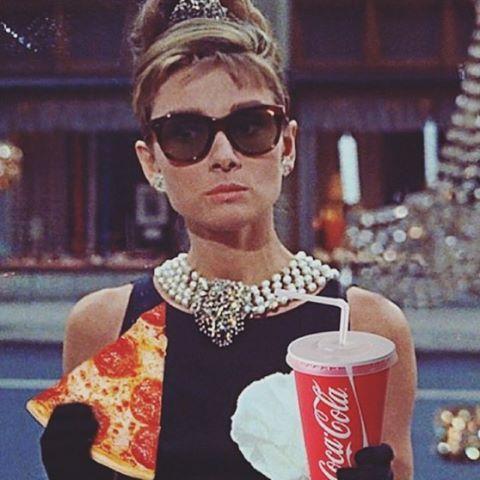 Modern Audrey Hephurn #reallife #pizza #audreyhepburn #pizzaisagirlsbestfriend #yes #