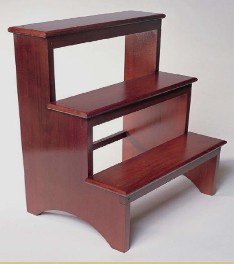 Pequeño mueble que puede servir     como escalera o como un banquillo