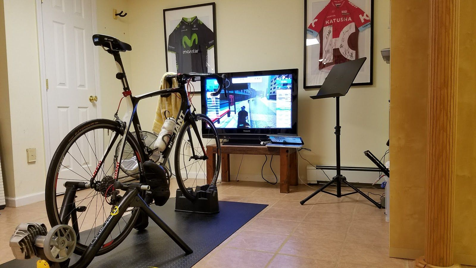 "Winter Training Zwift In ""pain Cave"" Cyling"