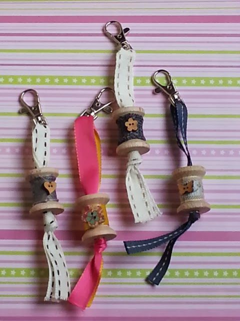 Pour recycler ses bobines de fils source pinterest bricolage diy porte cl s porte cl et - Fabriquer un porte clef ...