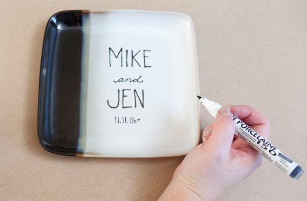 DIY personalized cake plate & How to make a custom DIY wedding cake plate! | Personalized cakes ...
