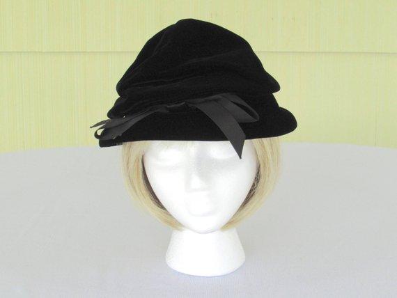 b9fd1021f44 1950 s vintage Christian Dior designer black velvet hat