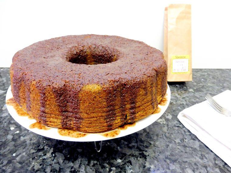PUNTXET Bundt Cake de té verde con salsa de chocolate #bundtcake #cake #tarta #té #receta #recipe